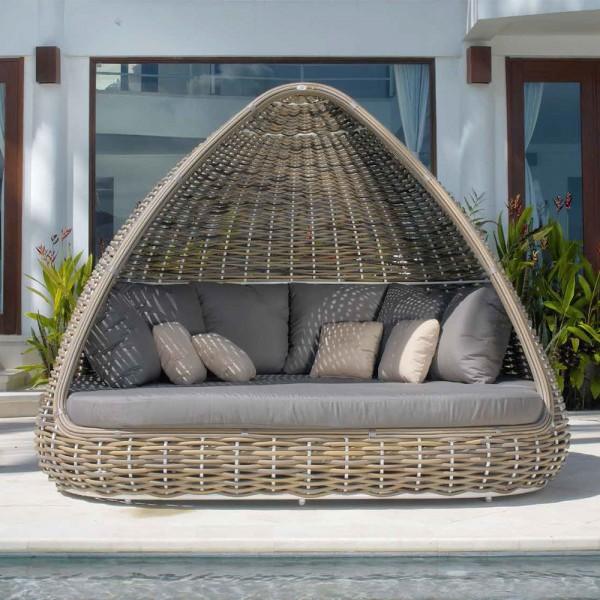 Daybed Shade. Skyline