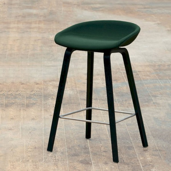 Taburete About a stool 33. Hay