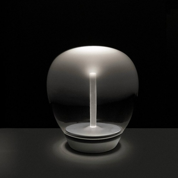 Empatia 26 table. Artemide