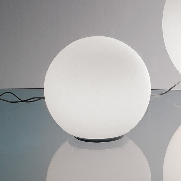 Dioscuri 25 table. Artemide