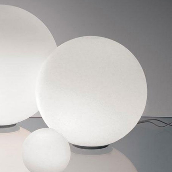 Dioscuri 35 table. Artemide