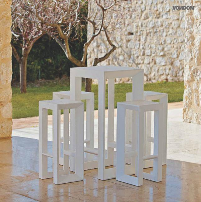 coleccion de vondom modelo vela taburetes y mesa