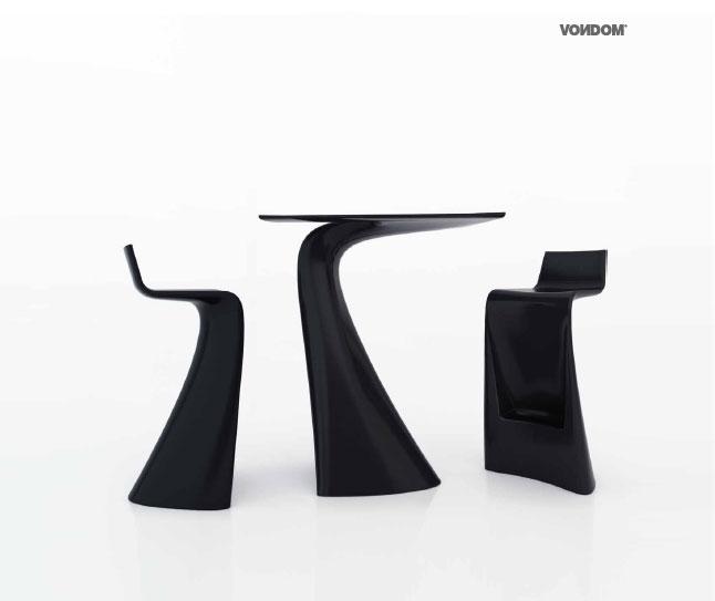 vondom nueva coleccion wing de taburetes y mesa auxiliar