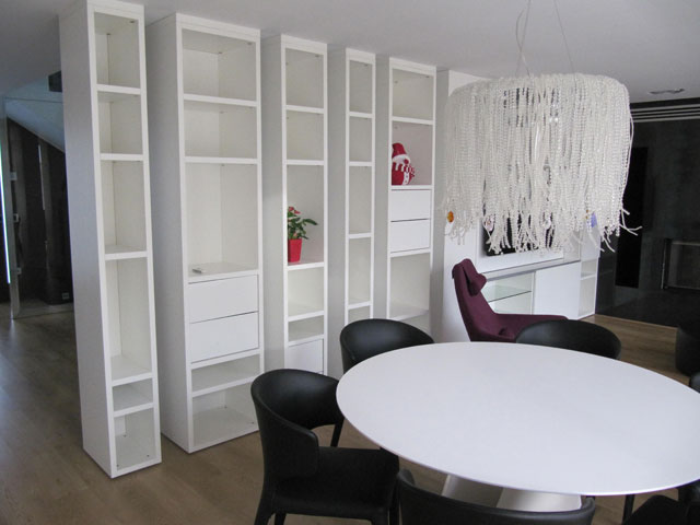 Salón-comedor vivienda con muebles modernos