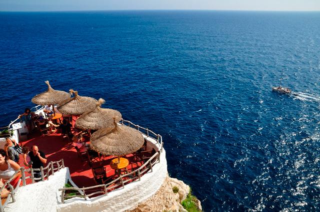 Bar y Discoteca en la cuva natural de Menorca