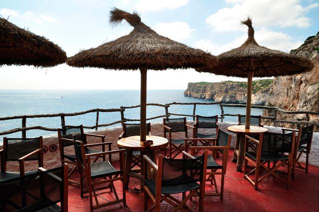 Bar situado en una cueva natural en Menorca