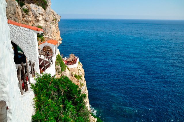 Bar y discoteca en una cueva natural en Menorca