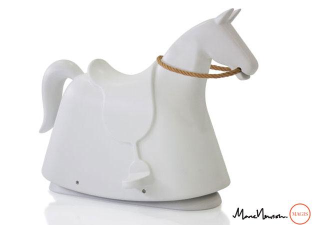 caballo balancín de magis