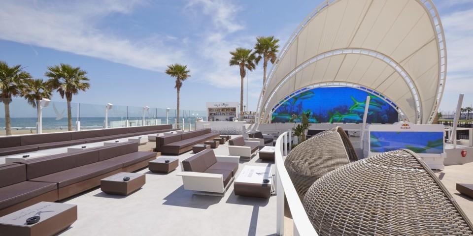 Mobiliario del Marina Beach Club - Muebles Lluesma
