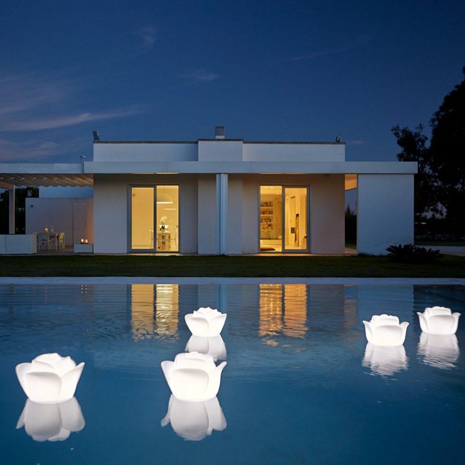 lamparas flotantes para la piscina