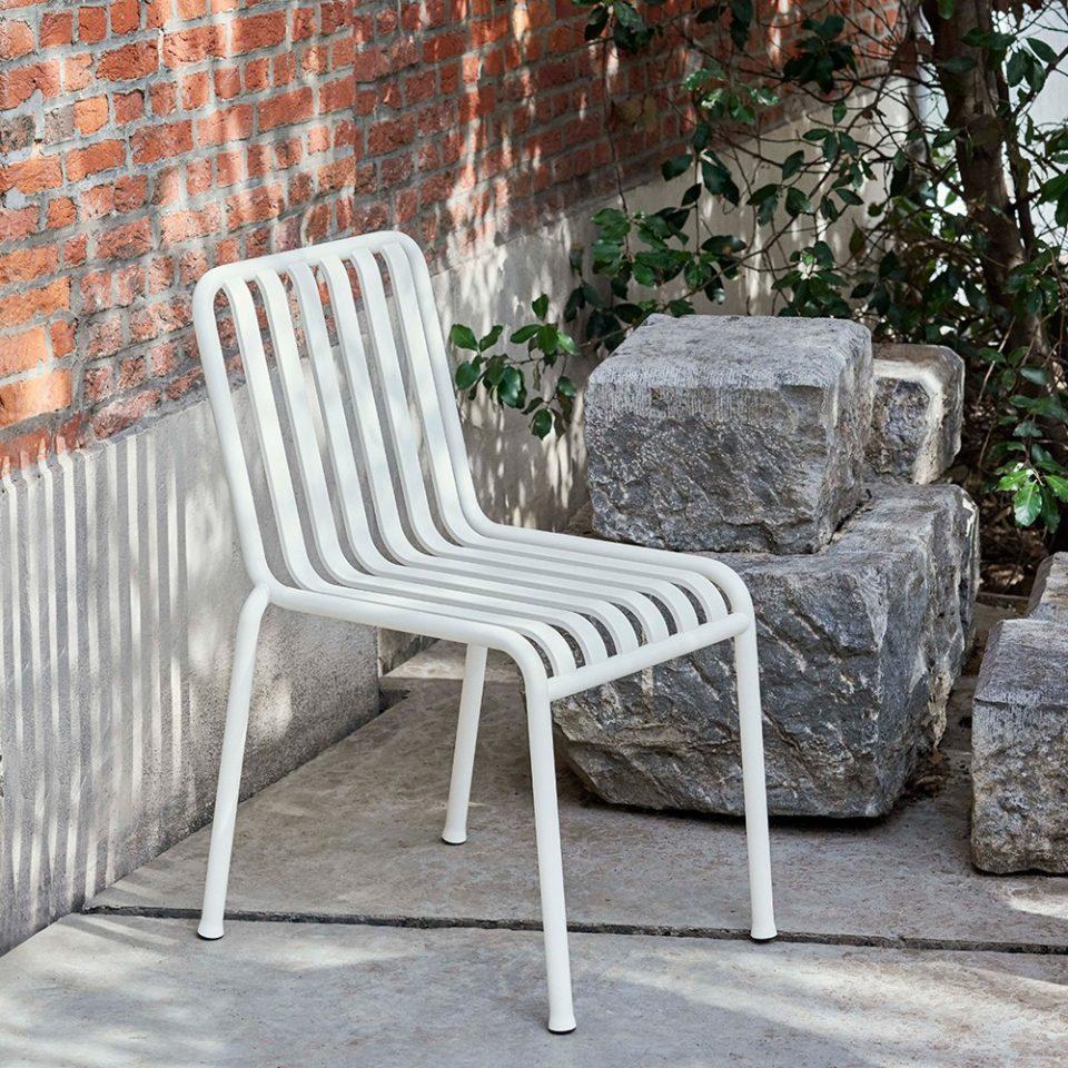silla de terraza y bar