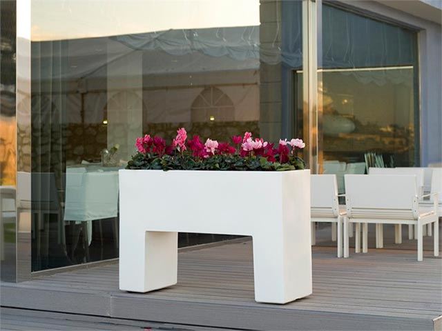 Maceteros modernos de exterior complementos del hogar for Jardineras modernas exterior