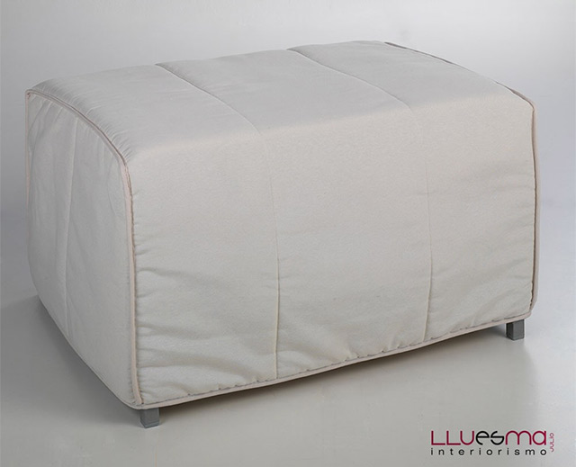 Mueble cama y puf cama plegable lluesma interiorismo for Mueble cama plegable